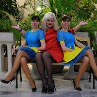 Три девицы под окном ... :: Андрей Куприянов