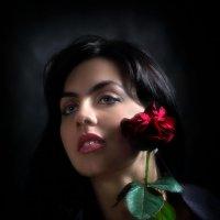 Девушка с розой... :: Андрей Войцехов