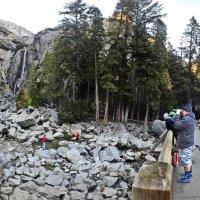 на мосту у Йосимитского водопада :: viton