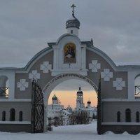 Святые ворота. Савво-Крыпецкий монастырь. :: Елена Павлова (Смолова)