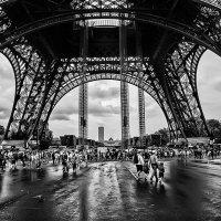 ПАРИЖ - под Эйфелевой башней :: igor G.