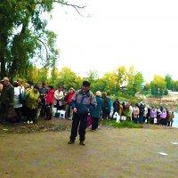 Очередь на автобус после переправы через Уфимку :: Владимир Ростовский
