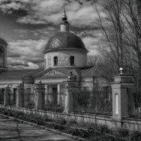 Церковь Живоначальной Троицы на Воробьевых горах :: Александр Левин