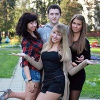 Букет дружбы(2) в полный рост(три плюс ...один) :: Олег Лукьянов