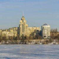 Здание на набережной :: Юрий Стародубцев