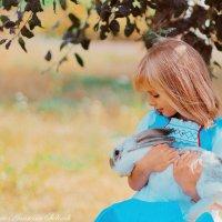 Малышка и кролик) :: Анастасия Сидорук