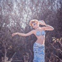 Платье из подручных средств :: Евгений Ланин