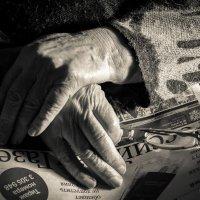 Руки бабушки :: Андрей Иванов