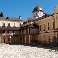 Внутренний дворик Ново-Афонского монастыря. :: Александр Алексеев