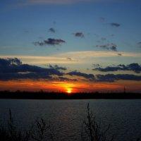 Закат на озере :: Irina Polkova