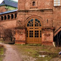 Входная дверь в колокольню. После реставрации. :: Владимир Болдырев