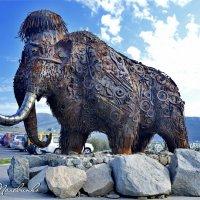 Современный памятник древним колымским мамонтам.  Магадан.  Колыма 23 :: Виталий Половинко