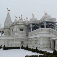 Фрагмент индуистского храма в Торонто :: Юрий Поляков