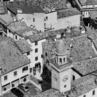 Крыши нижнего города :: M Marikfoto