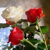 просто цветочки на столе... :: Галина Филоросс