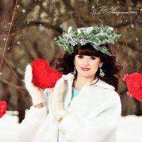 Девушка в веночки с сердечком в руках :: Татьяна Семёнова