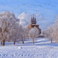 Птицы по утру поют, к храму провожая. Если сам Христос в душе, то душа- живая! :: Ирина Данилова