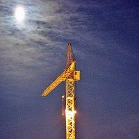 Подъемный кран в ночи... :: Светлана SvetNika17