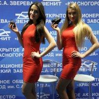 и куда смотреть на девушек или фотоаппараты :: Олег Лукьянов
