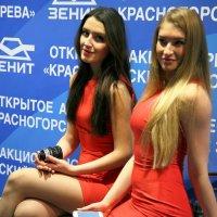 наши девушки рекламируют наши товары :: Олег Лукьянов