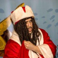 Мюзикл Остров сокровищ  Пират в костюме деда мороза :: Александр Левин