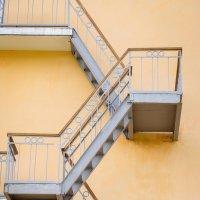 Лестницы, кругом одни лестницы. :: Татьяна Гекман
