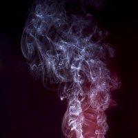 Причудливые рисунки дыма :: Вера Бережная