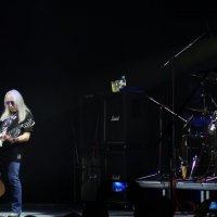 Uriah Heep - гитарное соло ветерана в сопровождении ударных ! :: Damir Si
