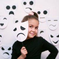 Люди-маски :: Анна Искандарова