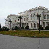 Ливадийский дворец-Ялтинская зима :: Александр Костьянов