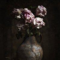 Натюрморт с розами :: Evgeny Kornienko
