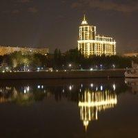 ночная набережная :: Максим Тураев