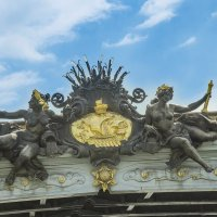 Скульптуры на мосту Александра III в Париже :: leo yagonen