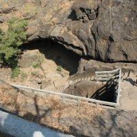 пещерный будисский монастырь Мумбаи. :: maikl falkon
