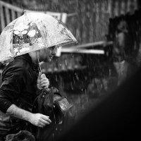 под зонтом :: Сергей Пикурс