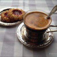 Чашку кофию я тебе бодрящего налью... :: Anna Gornostayeva