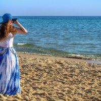 Девушка и море :: Максим Дорофеев