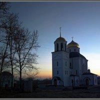 Еще солнце не позолотило купала... :: Валерий Блинов