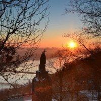 Утро на Владимирской горке :: Андрей Зелёный