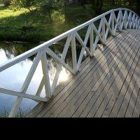 мостик над прудом :: Сергей Дихтенко