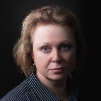 Женский портрет в темной тональности :: Анатолий Тимофеев