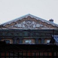 Мрачная архитектура  в/ч в Санкт-Петербурге. Фрагмент фасада. :: Фотогруппа Весна.