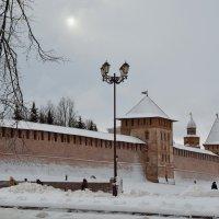 У древних стен Новгородского Кремля (этюд 5) :: Константин Жирнов