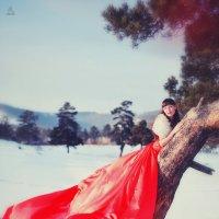 В красном платье :: Евгений Печкин