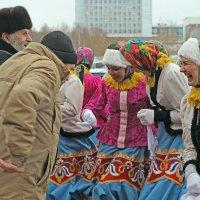 Северодвинск. Масленица. Совместные пляски :: Владимир Шибинский