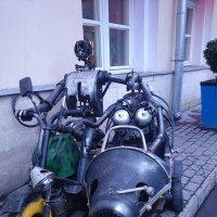 Хоть на тротуаре парковка запрещена - зато удобно! :: Galina194701