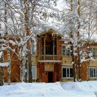 Дом с балкончиком :: Галина Новинская