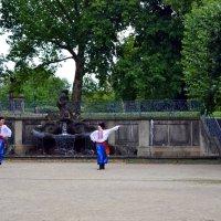 Танцы у фонтана :: Ольга