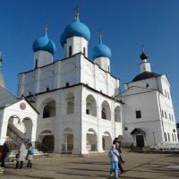 Монастырская площадь с церквями :: Svetlana27