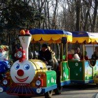 В парке отдых для детей... :: Тамара (st.tamara)